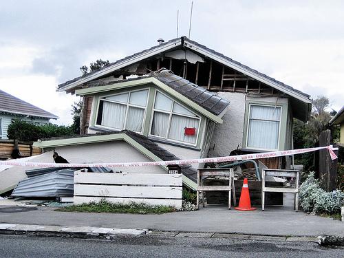 2月22日の地震で大きなダメージを受けた家屋