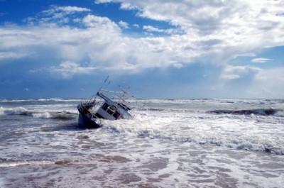 嵐の中の小舟
