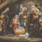 """(421) """"東方の博士たちは、その星を見て家に入り、母マリアとともにいる幼子を見つけ、ひれ伏して礼拝した。"""""""